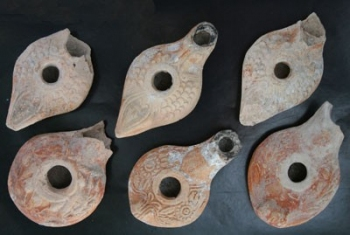 Syrian_Clay_Lamps_and_Glass_Kohl_Jars